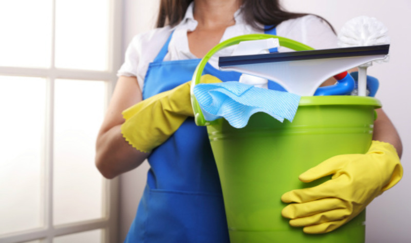 Cleaning contributes to increased declines in lung function in women, but not in men